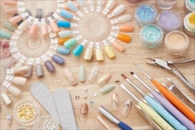 美容学校を大阪でお探しならヘアメイクの幅広い知識・技術が身につく【ヴェールルージュ美容専門学校】へ