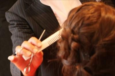 ヘアメイクの美容専門学校【ヴェールルージュ美容専門学校】は学費の減額・特待生の制度があってお得