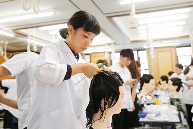 美容師の専門学校は口コミ以外の情報もチェック!美容師合格率も高い【ヴェールルージュ美容専門学校】