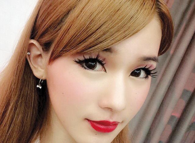 大阪の専門学校【ヴェールルージュ美容専門学校】なら、宝塚の人気役者風にもなれる!