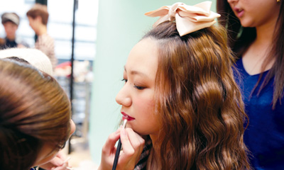 大阪で美容専門学校の見学・体験を希望する方へ